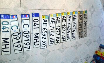 FOTOD: Ida-Ukrainas konfiskeeriti läbiotsimisel narkootikume, relvi, granaate ja ka Eestis registreeritud auto numbrimärgid