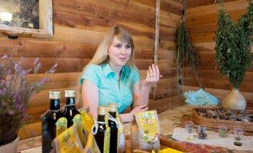 Tammejuure talus töödeldakse vilju nii jahuks kui õliks. Tootearendusega tegeleb peretütar Karin Kuusemaa.
