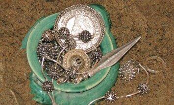 Как правильно хранить серебро, золото и жемчуг