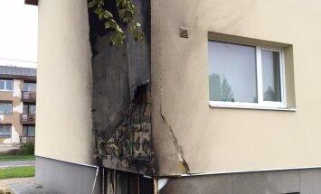 """FOTOD SÜNDMUSKOHALT: Vao varjupaigataotlejate majutuskeskus süüdati põlema. """"Majas oli põlengu tekkimise ajal üle poolesaja inimese, kellest 13 on lapsed"""""""