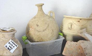 В Турции археологи обнаружили кувшин со смайликом возрастом почти 4 тысячи лет