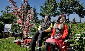 Sirje Lippasaar ja ema Valve Kanna  skulptuuripark 37 taiesest