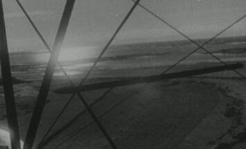 AINULAADSED FILMIKAADRID: Veel suitsevad majad, saksa sõjavangid ja õhuvõtted lahingujärgsest Kuressaarest
