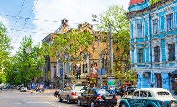 Odessa asutati Katariina II käsul 2. septembril 1794. aastal Venemaa sõjasadamana. Odessa esimene linnapea ja sadamaülem aastatel 1794–1797 oli hispaanlane José de Ribas, kelle auks nimetatakse linna peatänavat Deribassovskajaks.