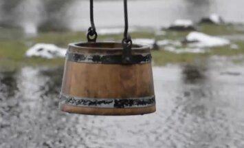 ФОТО И ВИДЕО DELFI: Ведьмин колодец в Тухала закипел после трехлетнего перерыва
