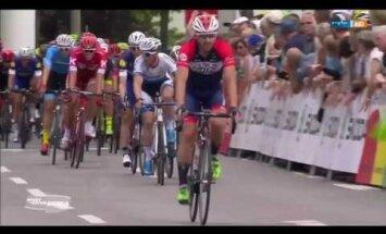 КУРЬЕЗ: Велосипедист раньше времени начал отмечать победу