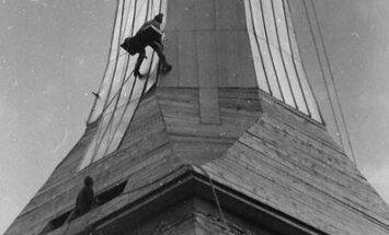 Hämmastav lugu, kuidas Märjamaa kirik 3-4 mehe, lihtsate vahendite ja nutikuse abil tornikiivri sai
