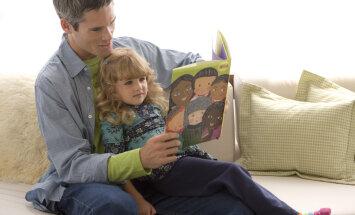 Ученые: детям обязательно нужно читать сказки на ночь