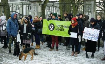 Eilsel meeleavaldusel karusloomafarmide keelustamise poolt osales üle 100 inimese