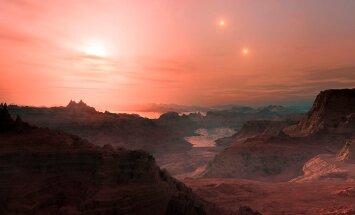 Kunstniku kujutelm vaatest, mis avaneks planeedil Gliese 667 Cc. Kolme päikese roosa valgus ja üsna palav ilm.