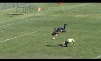 VIDEO: Imeline värav! Noor ameeriklane kasutas väravavahi üle mängimiseks saltot!