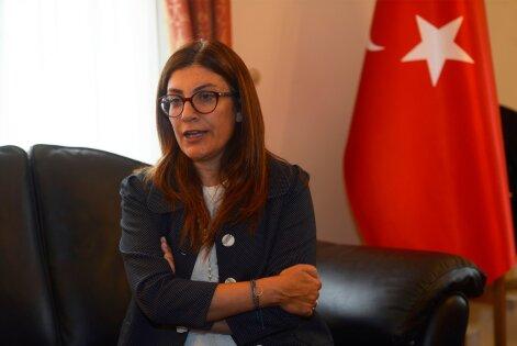 Türgi suursaadiku sõnul olid valitsusparteil AKP-l Güleni liikumisega head suhted, kuid nende teed läksid lahku, kui saadi teada, mis on Güleni liikumise tõelised kavatsused.