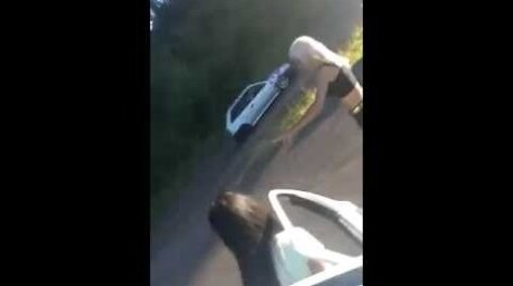 KUI ILU SAAB SAATUSLIKUKS: tantsiv kaunitar põhjustas maanteel kolmikavarii