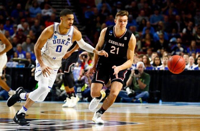 Maik-Kalev Kotsar (nr 21) rassib kuulsa Duke'i ülikooli vastu.