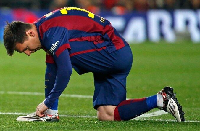 Kingapaelad lähevad enamasti lahti täiesti sobimatul ajal. Isegi maailmakuulus Lionel Messi peab keset matši väljakumurul paelu siduma. Ehk peaks ta uue sõlme selgeks õppima?