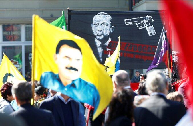 Referendumi eel toimuvad meeleavaldused nii Türgis kui ka Lääne-Euroopas. Pildil Erdoğani vastane miiting Šveitsis Bernis