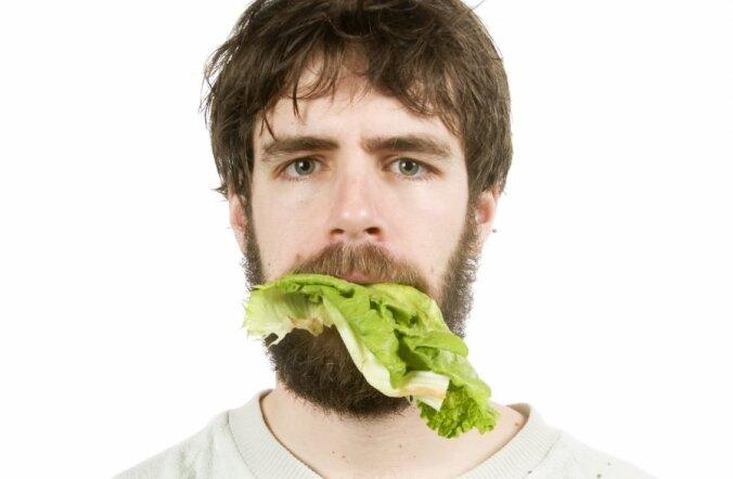 Употребление салата из пластиковых тарелок опасно