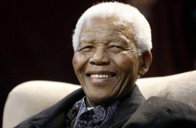 93-aastane Nelson Mandela viidi kõhuvaluga haiglasse.