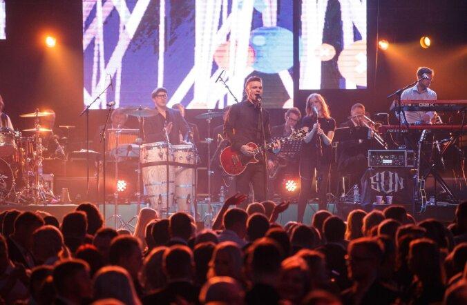 На праздниках Jõulugala в Saku Suurhall звезды Эстонии представили великолепное шоу