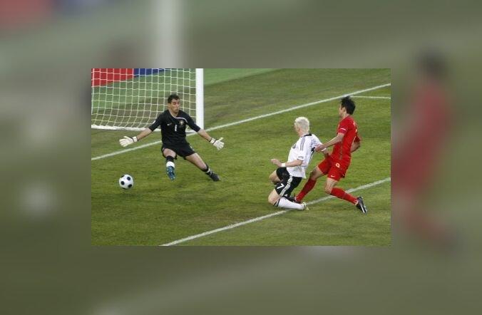 Bastian Schweinsteiger lööb 1-0