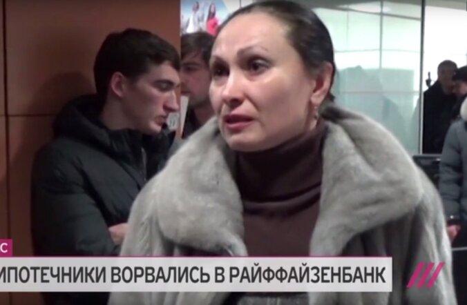 VIDEO: Valuutalaenu võtnud tungisid Moskvas panka: anname selle Krimmi tagasi, elada pole millegi eest!