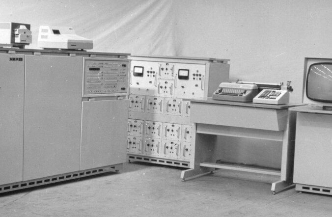 Viktor Gluškovi (1923–1982) 1970. aastate alguses väljatöötatud arvuti Mir-2