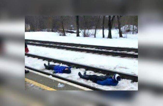 lapsed raudteel