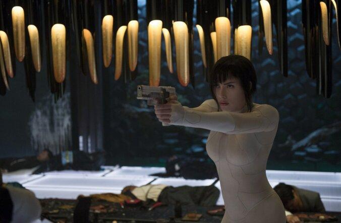 Scarlett Johansson esitab talle antud materjali najal usutava versiooni Majorist, kes on kaotanud kõik, et võita kogu maailm.