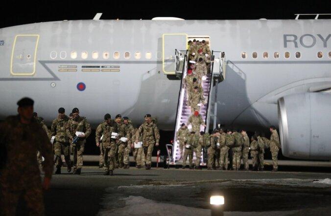 ФОТО DELFI: В Эстонию прибыли 130 британских солдат подразделения НАТО