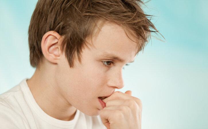 Teaduslikult tõestatud: küünte närimine ja pöidla imemine vähendavad allergiate kujunemise riski