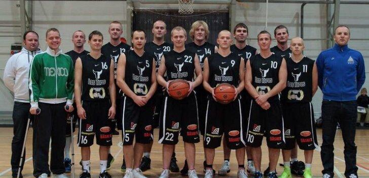 Tamsalu LOS TOROS/Simuna Ivaxit vedas mängus Kohila SK meeskonnaga alt visketabavus