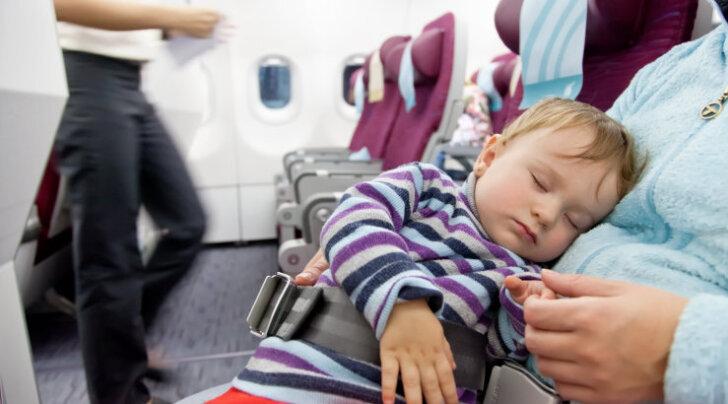 Kõik, mida pead teadma beebide ja mudilastega reisimisest alates lennu broneerimisest kuni kohvri pakkimiseni