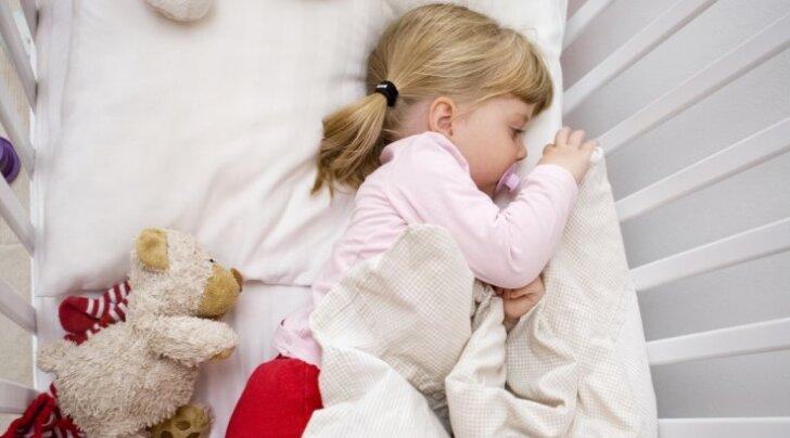 Igaõhtune trall lapse magamapaneku ümber on sind surmani ära väsitanud — need meetodid tagavad rahulikud ööd nii sulle kui lapsele