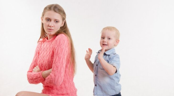 On paha ja piinlik, kui laps lööb — need soovitused aitavad olukorda lahendada