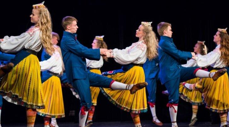 Noorte tantsupidu Paides