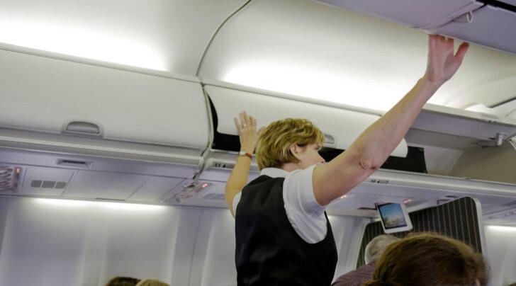 Perekond tõsteti lennukist välja, kuna pisipoja peas elutses täi