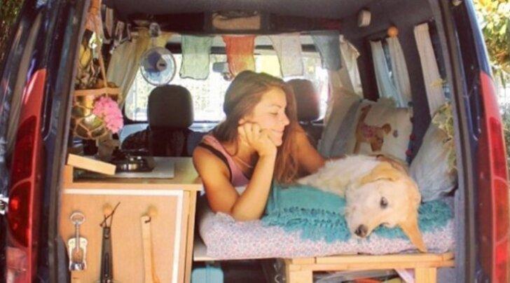 Naine taastab ja renoveerib vana väikebussi, et koeraga ülemaailmareisile minna