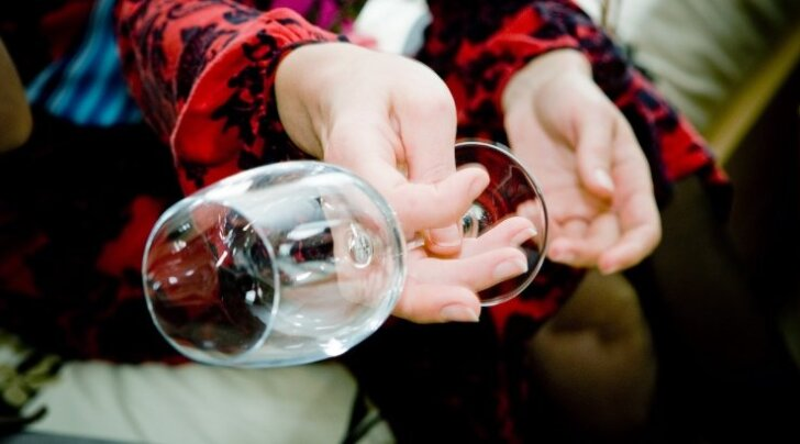 Briti teadlane: alkohol on lootele ohtlikum kui heroiin ja kahjustused võivad ilmneda ka alles teismeeas