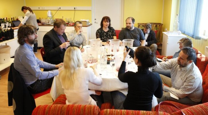 VIDEO: žürii mekib 133 koduveinikonkursile laekunud veini