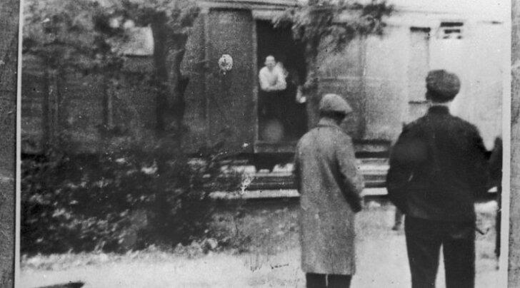 ИСТОРИЧЕСКИЕ ФОТО: Депортация 1949 года и жизнь в концлагере