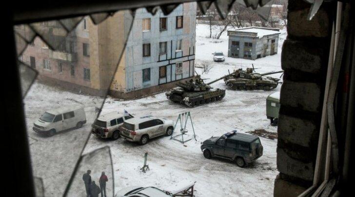 Inimestest tühjenenud Avdijivkasse on Ukraina kaitsevägi jälle toonud oma sõjamasinad- vaenlasel ei saa lasta endast üle sõita. Minski rahust kaugenetakse jälle.