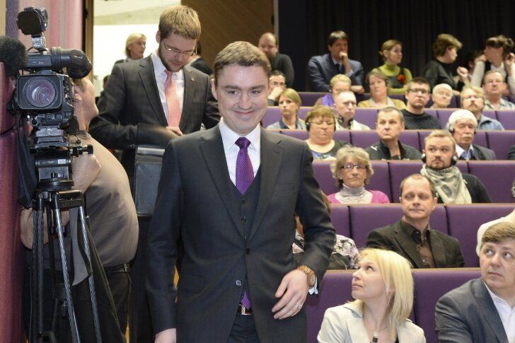Märtsi alguses andsid valitsuse liikmed laia naeratusega Narvas lubadusi uhke päästepaketi kohta. Nüüd on selge, et esitletud plaan seisis savijalgadel.