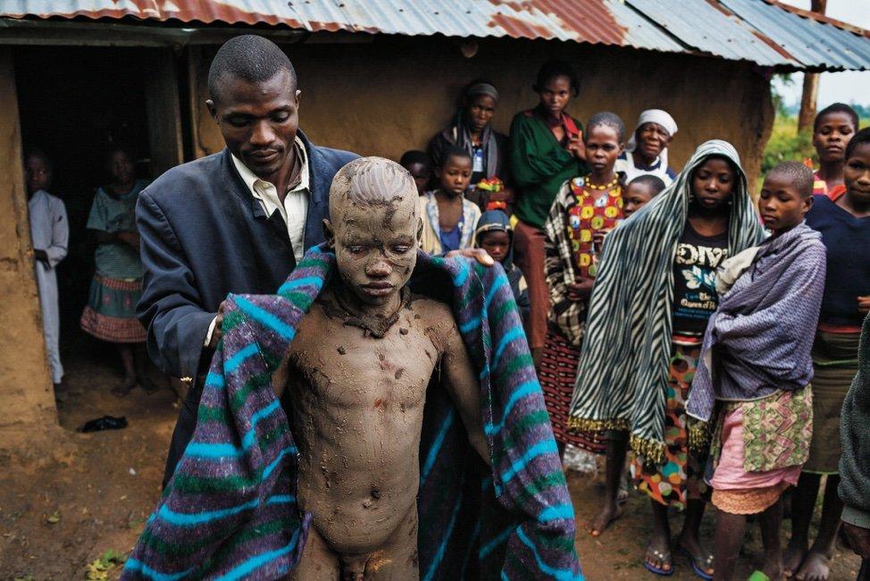 Сексуальный обряд в племени самбия
