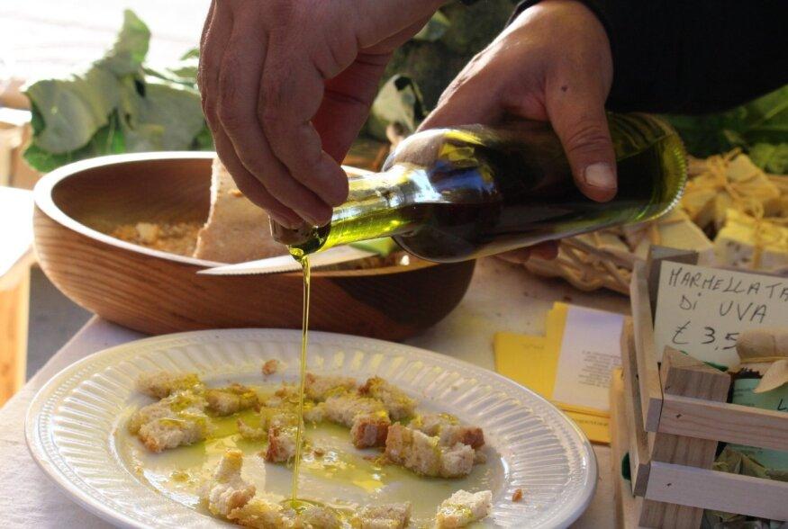 Oliivilaat Itaalia moodi: toimub kohalike muusikute esinemisi, tänavatoidu võiduvõtmisi ja võistlusi pere väiksematele liikmetele