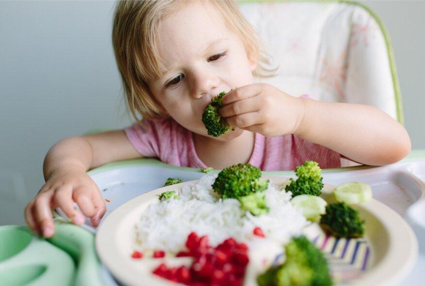 Eesti toidu kuu alguse puhul toimetavad lapsed köögis