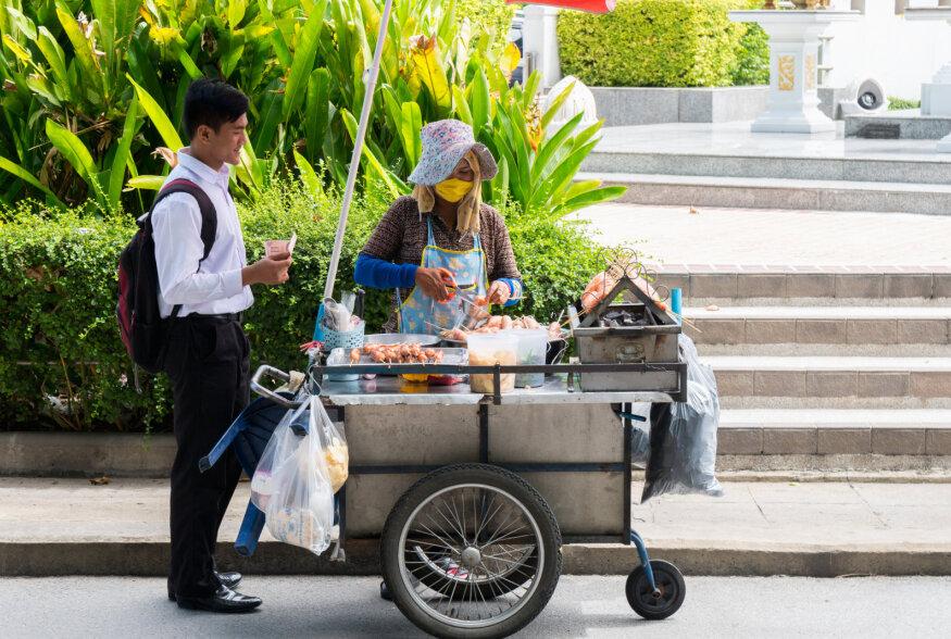TOIDUREIS | Tänavasöökide Mekana tuntud Bangkokis on 90 protsenti tänavaroogadest tõeliselt maitsvad