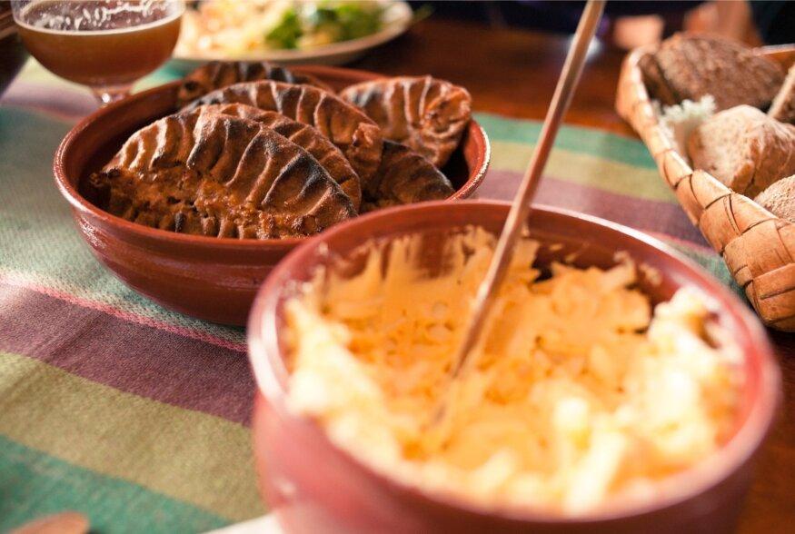 KELLELE KARJALA PIRUKAT? | Vaata, kuidas ja millest küpsetada põhjanaabrite olulisemat toitu