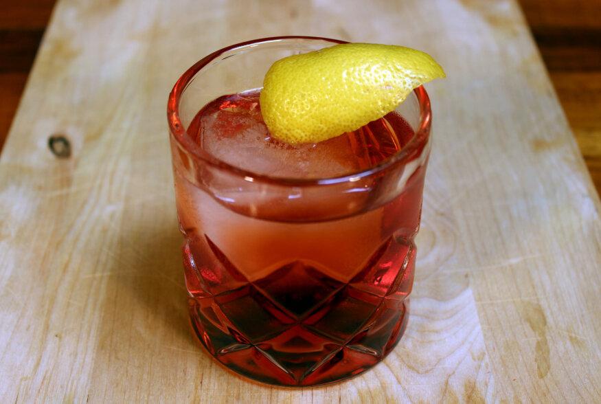VISKIKOKTEIL: Uue algajamale viskisõbrale mõeldud Johnnie Walker'i viskiga klassikaline kokteil Manhattan