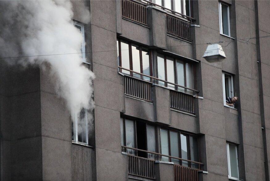 FOTOD ja VIDEO | Tallinna südalinnas põles kortermaja