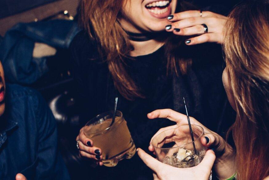 Uus uuring: mehe lõhn ajab naised rohkem jooma